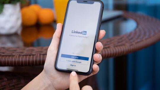 Agregue enlaces a las historias de LinkedIn con la nueva función de deslizar hacia arriba