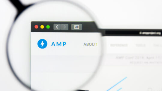 Está bien si la página AMP tiene más anuncios que la página HTML